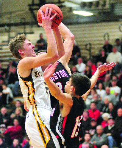 PHOTO BY PAT GAIETTO Old Fort's Hootie Cleveland shoots over Arlington's Jaret Vermillion (right) and Caleb Price