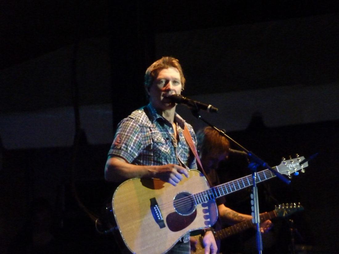Craig_Morgan_Performing