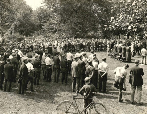 People gather at the grave of Gov. Samuel Bigger in McCulloch Park during summer of 1924. courtesy of the Allen County Public Library Digital Collection
