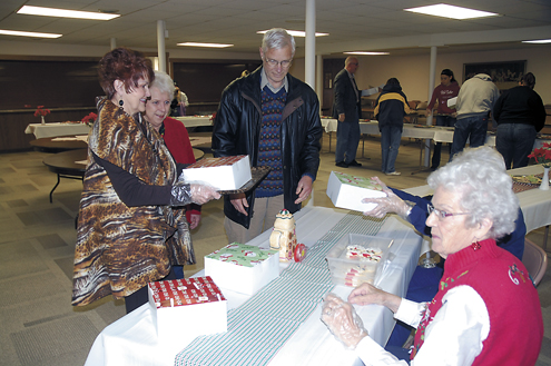 — Daily Freeman-Journal file photo Mary Dinsdale and Kathy Swon help Ramona and John Zahn box up their cookie selections at the 2015 Asbury Cookie Walk. This year's event is Saturday. It is the 33rd annual event.