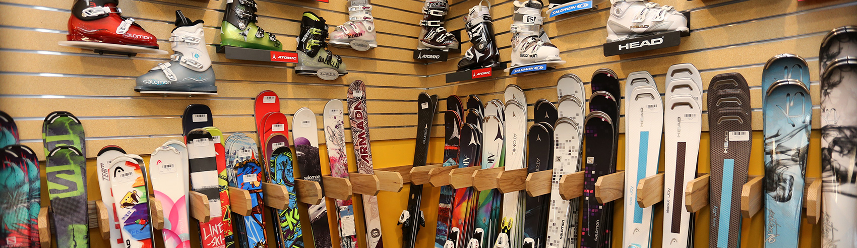 ski-and-snowboard-shop-ski-rack