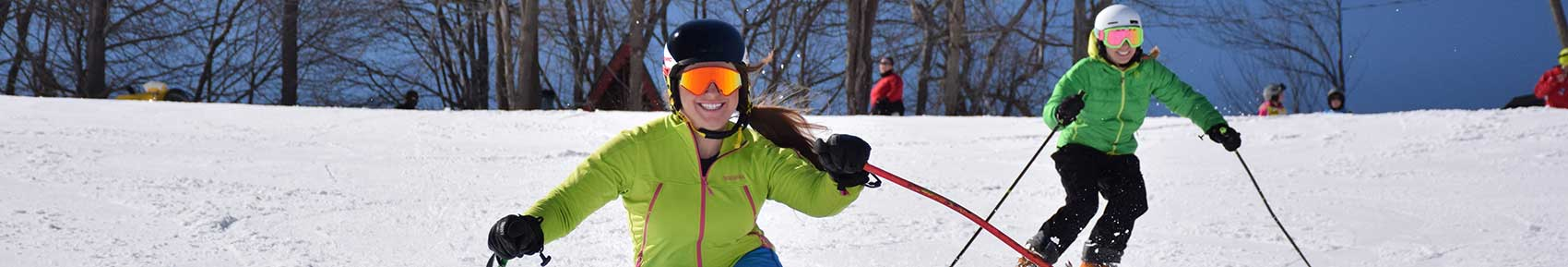 smiling-skiers