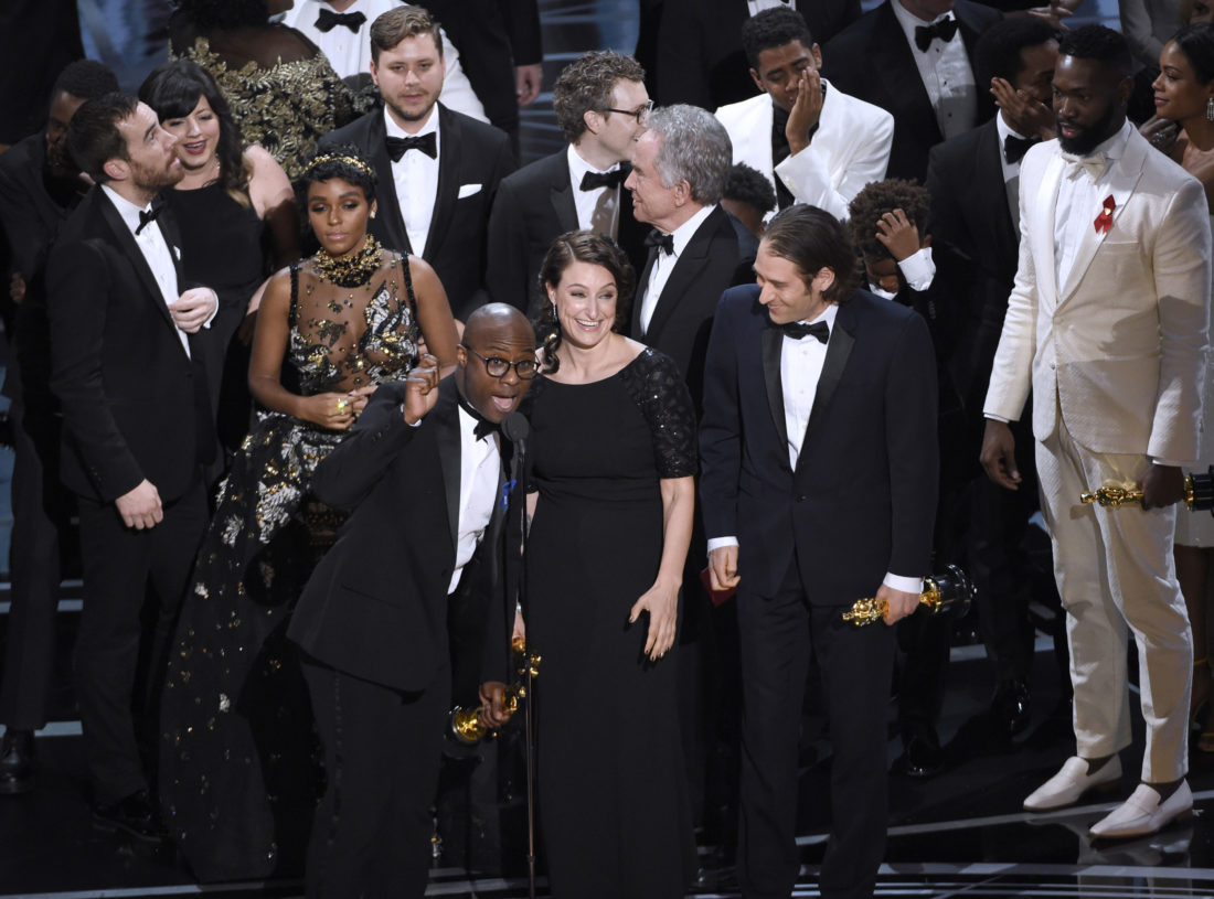 oops our bad moonlight really won in major mess up news ap photo barry jenkins foreground left and the cast accept the award for best