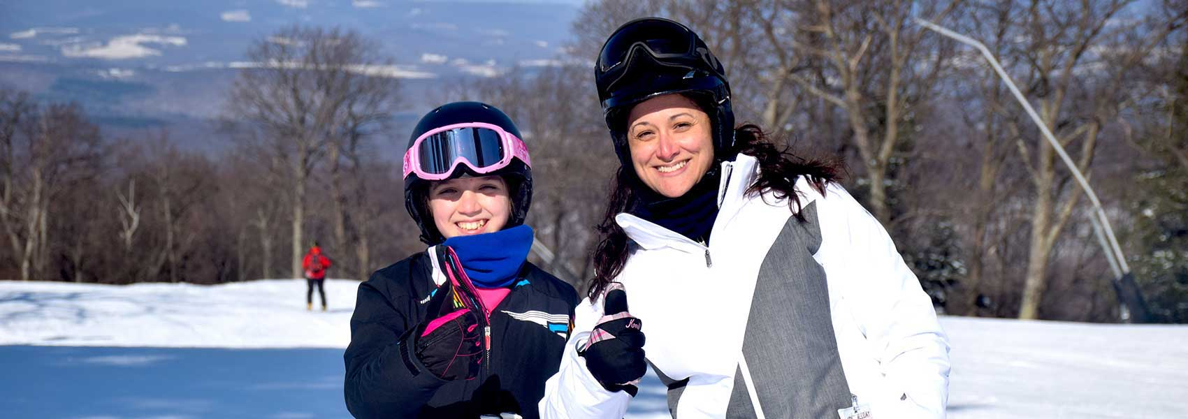 adult-and-child-on-the-slopes-at-laurel-mountain