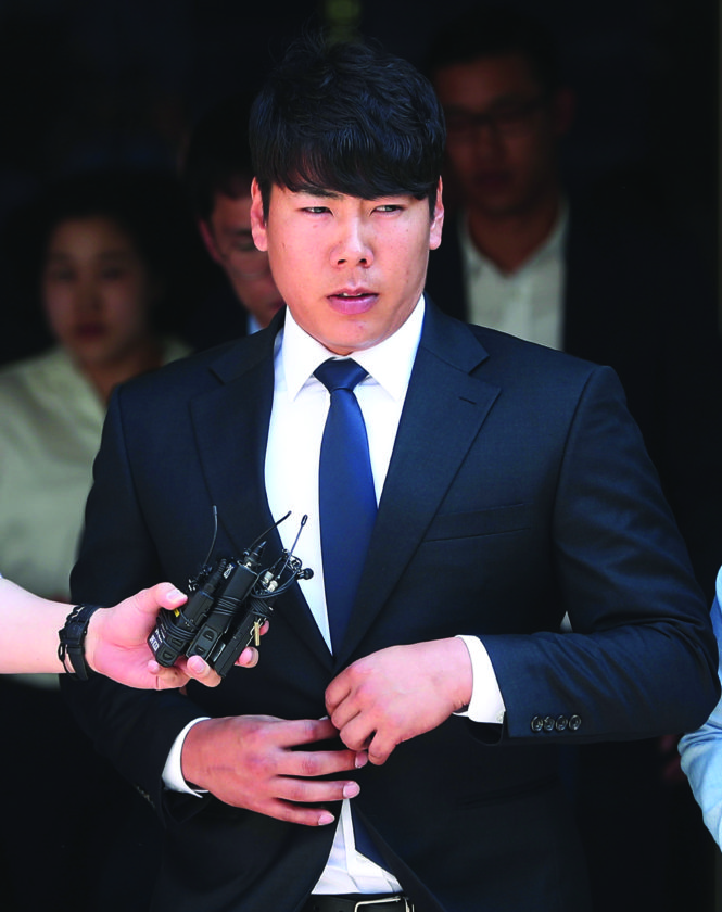 Pittsburgh Pirates infielder Jung Ho Kang leaves the Seoul Central District Court in Seoul, South Korea, Thursday, May 18, 2017. A South Korean court on Thursday upheld a suspended prison sentence for Kang over a drunken driving conviction, a ruling that may complicate his plans to rejoin the team for the baseball season. (Ryu Ho-lim/Yonhap via AP)