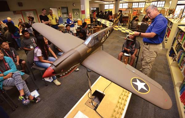 Flight simulators take kids up and away | News, Sports, Jobs - Maui News