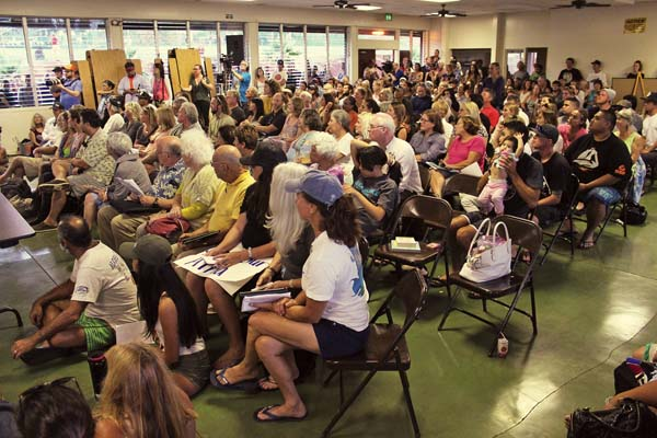A large crowd listens to testifiers give their opinions on the project. The Maui News / COLLEEN UECHI photo