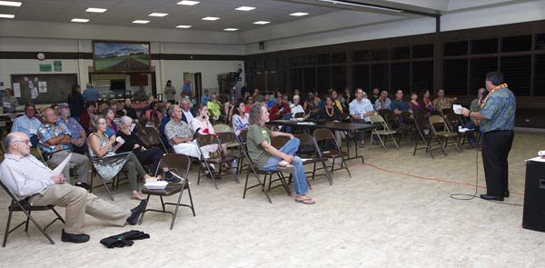 About 75 people listen to and ask questions of Mayor Alan Arakawa on Wednesday at the Kula Community Center. The Maui News / CHRIS SUGIDONO photo