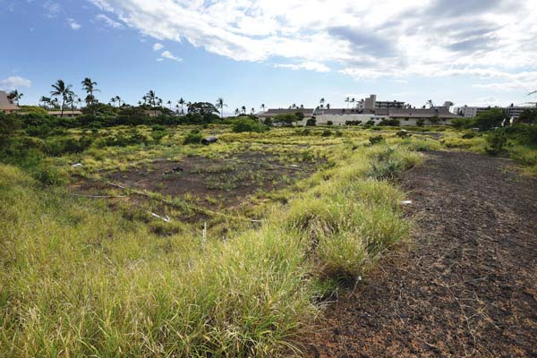The Kamaole Grand is planned to contain seven four-story buildings, a swimming pool, recreation center and barbecue area.The project sits on 8.39 acres sandwiched by housing and commercial structures. The Maui News / MATTHEW THAYER photo