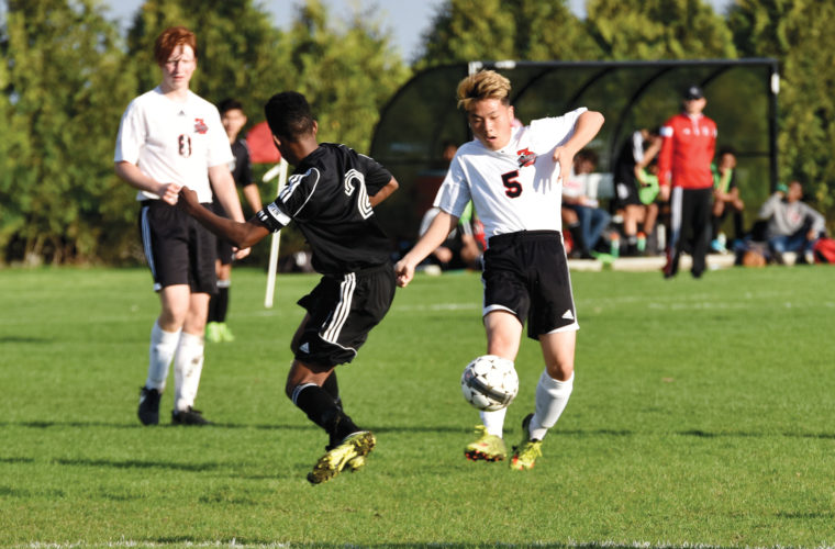 -Messenger photo by Britt Kudla Hoo Won of Fort Dodge passes against Des Moines East on Tuesday at Rogers Park