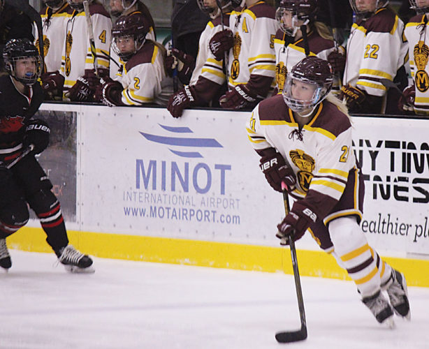 Alex Eisen/MDN Minot High senior Bryanna Bergeron (21) makes a pass in the first period against Devils Lake Friday evening at Maysa Arena.
