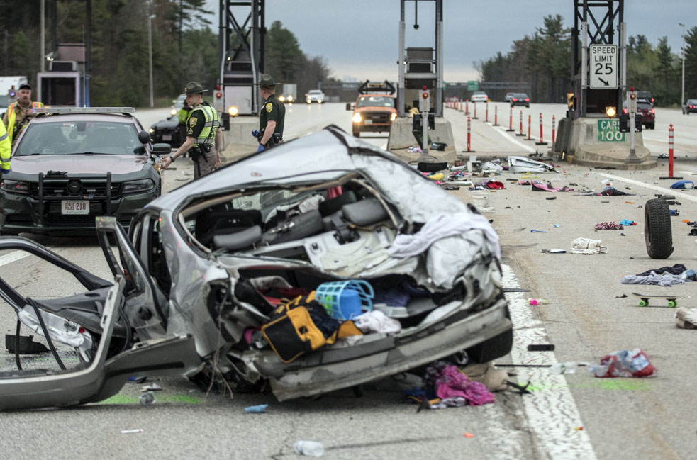 Man killed in crash at New Hampshire toll plaza