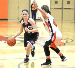 Salem's Jessica Slocum (left) dribbles around Howland's Mackenzie Maze on Thursday. (Photo by Gary Leininger)