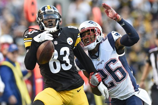 Pittsburgh Steelers wide receiver Cobi Hamilton (83) cannot hang onto a pass from quarterback Landry Jones during the first half of an NFL football game with New England Patriots cornerback Logan Ryan (26) defending in Pittsburgh, Sunday, Oct. 23, 2016. (AP Photo/Don Wright)