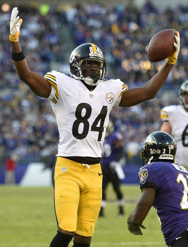 Pittsburgh Steelers wide receiver Antonio Brown (84) gestures after scoring a touchdown in the second half of an NFL football game against the Baltimore Ravens, Sunday, Nov. 6, 2016, in Baltimore. (AP Photo/Nick Wass)