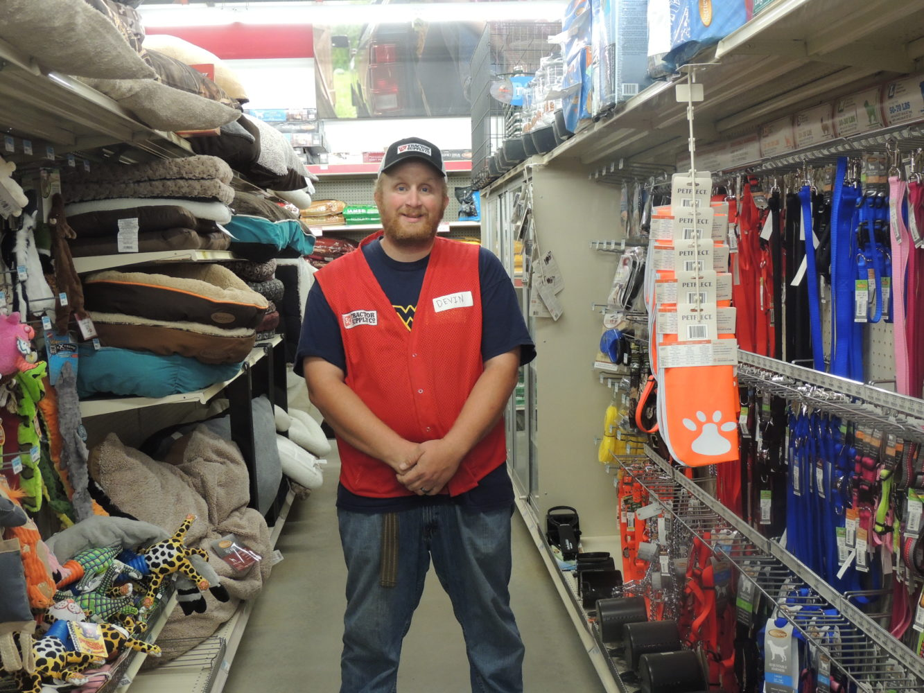Tractor Supply Find It : Glen dale tractor supply to help find homes for animals