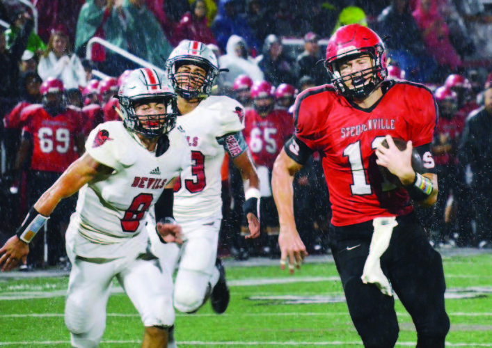 Steubenville's Alec Taylor (11) runs away for a score against St. Clairsville's Jayden Starks (8) and DeVon Harris (33).