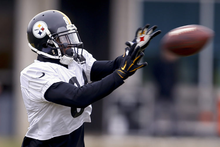 Pittsburgh Steelers wide receiver Antonio Brown makes a catch in drills during their NFL football practice, Thursday, Jan. 19, 2017, in Pittsburgh. The Steelers face the New England Patriots in the AFC conference championship on Sunday. (AP Photo/Keith Srakocic)