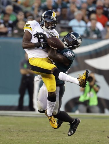 Pittsburgh Steelers' Markus Wheaton (11) cannot hold onto the ball as he battles Philadelphia Eagles' Malcolm Jenkins during the second half of an NFL football game, Sunday, Sept. 25, 2016, in Philadelphia. (AP Photo/Michael Perez)