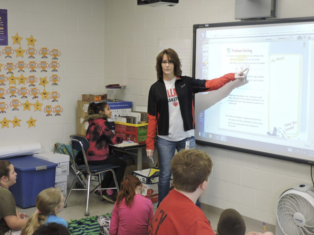 T-L Photo/DYLAN MCKENZIE Fifth-grade teacher Kellie Cusick leads her class at Bellaire Middle School on Friday.