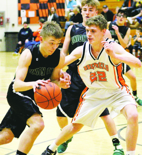 Drew Higby defends a driving Brayden Kinney Wednesday, in a 52-38 loss to the visiting Bears on Wednesday.