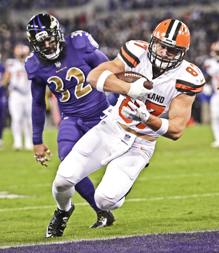 BALTIMORE, MARYLAND - NOVEMBER 10, 2016: Tight end Seth DeValve #87 of the Browns catches a touchdown pass after getting behind safety Eric Weddle #32 of the Ravens during the first half of their game Thursday night at M&T Bank Stadium. (David Dermer/Warren Tribune Chronicle)