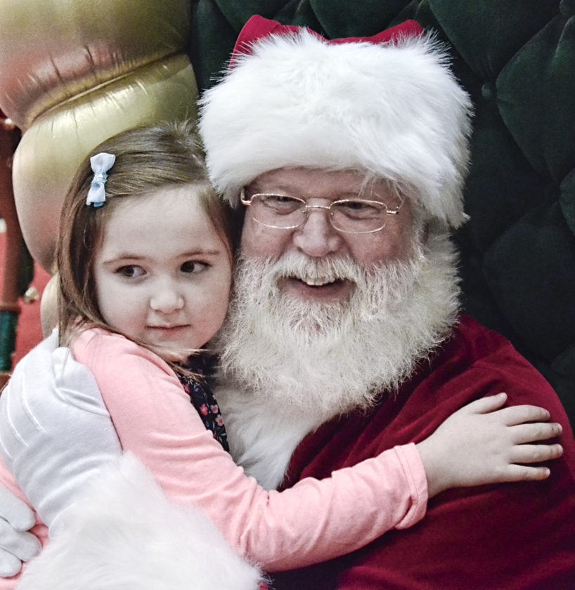 120116...R SEASONAL/SANTA 1...Niles...12-01-16... Teaghan Kane, 5, of Brookfield, gives Santa (Greg Greathouse) a hug while visiting the Eastwood Mall...by R. Michael Semple