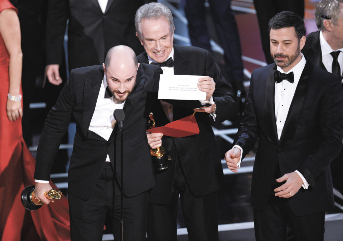 la la land announced but moonlight is actual winner news horowitz producer of la la land shows the envelope revealing