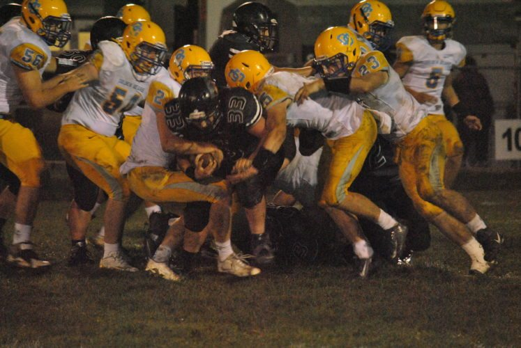 Oak Glen makes a tackles against Edison (Matthew Peaslee)