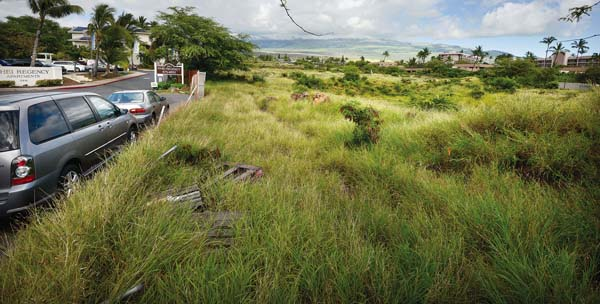 This is the site of the Kamaole Grand, a $90 million, 217-condominium unit project behind the Kamaole Shopping Center along South Kihei Road. This photo was taken Tuesday. The Maui Planning Commission granted a Special Management Area use permit for the project. The Maui News / MATTHEW THAYER photo